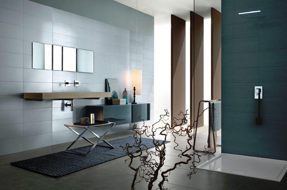 Existem diversos tipos de mobiliário e elementos utilitários para a sua casa de banho tais como: Móveis de casa de banho; Móveis com lavatório embutido; Armários; Espelhos; Toalheiros; Copo; Saboneteira; Piaçaba e Caixotes do lixo.