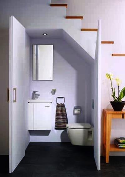 Existem vários tipos de instalações para a sua casa de banho: Loiças sanitárias normais ou suspensas; Bases de duche; Banheiras; Banheiras acrílicas; Banheiras de hidromassagem; Resguardos e divisórias de duche e banheiras em vidro temperado.