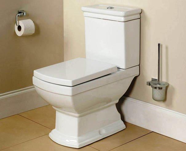 Se na remodelação de casas-de-banho decidir trocar os azulejos ou o ladrilho do pavimento, pense também, em proceder à substituição da canalização, para não correr o risco de o ter de fazer num curto espaço de tempo e ter de voltar a substituir os cerâmicos.