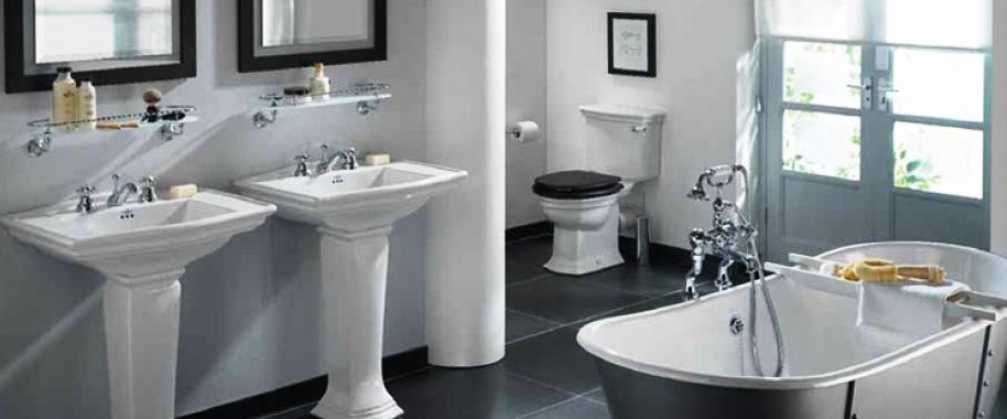 O water closet é das divisórias da casa mais difíceis de concepcionar dado que envolve inúmeros elementos ou equipamentos como banheira, bases de duche, lavatórios, armários, espelhos, revestimentos, isolamentos, sanitas, sistema de torneiras, sistema de ventilação, sistemas de isolamento, vários tipos de acabamento, etc.