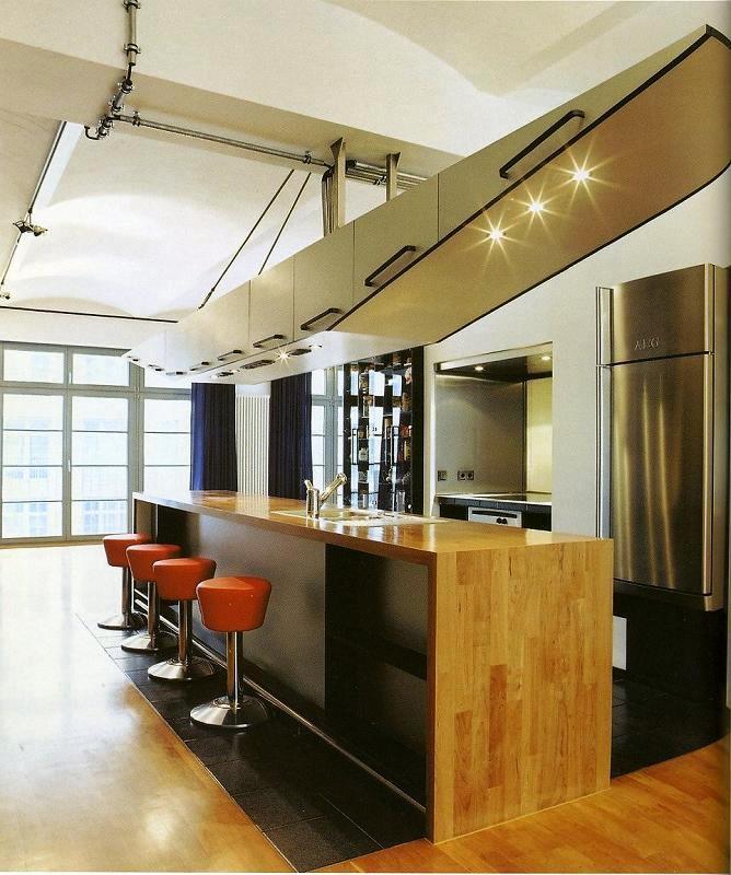 Se preferir uma cozinha mais heterogénea, pode sempre dar largas à sua criatividade conjugando diversos materiais à medida dos seus desejos.