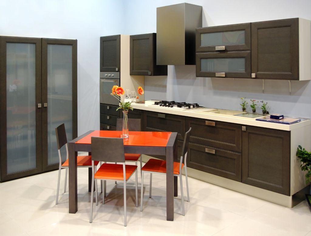 No projeto de uma cozinha é preciso ter especial atenção aos mais  #C0440B 1024 778