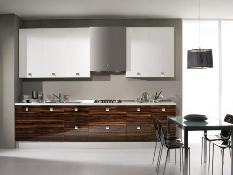 Uma cozinha em termolaminado é uma opção geralmente mais económica que em lacado e bastante resistente a riscos.