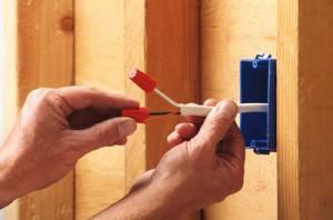 A CASA VIVA trabalha com empresas que prestam serviços de manutenção, reparação e instalações eléctricas.