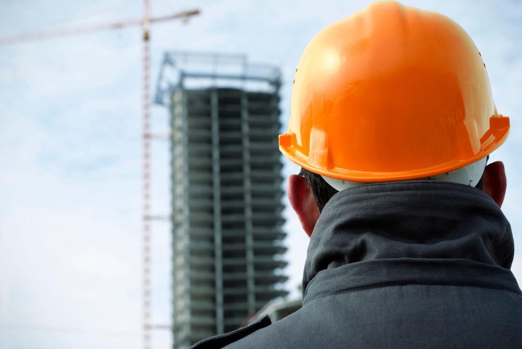 O Director de fiscalização de obra deve acompanhar a realização da obra com a frequência adequada ao integral desempenho das suas funções e à fiscalização do decurso dos trabalhos.