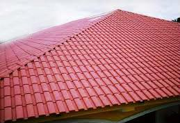 Caso proceda à substituição da cobertura, pode optar por escolher telhas hidrófugas, se bem o produto hidrófugo costuma desaparecer ao fim de cerca de dois anos.