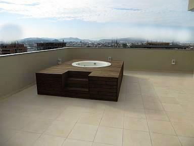 Quando a cobertura em terraço é acessível é fundamental existir uma protecção adequada.