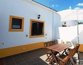 O revestimento da sua cobertura em terraço poderá ter uma protecção pesada como ladrilhos ou mosaicos pétreos.