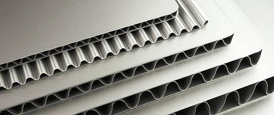 Os painéis metálicos podem atingir diversos formatos inclusive um formato curvilíneo.