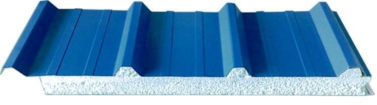 Em muitas construções o material utilizado para revestimento exterior é o painel sandwich, este material consiste num conjunto de chapas de aço perfiladas e por um isolamento de espuma rígida de poliuretano, de modo a formar um painel para um determinado elemento como a cobertura ou a fachada de um edifício.