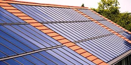 A energia solar é limpa, barata e pode ser utilizada na produção de calor ou electricidade através de colectores ou painéis solares.