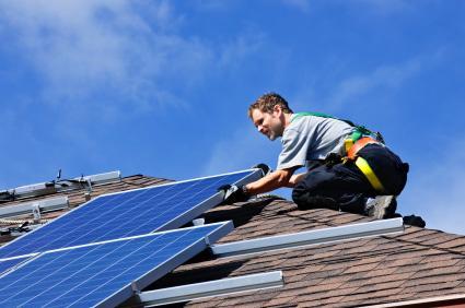A energia solar é uma das poucas fontes de energia completamente renováveis que existem a disposição do ser humano, e aproveitá-la para o aquecimento solar residencial, hoje já não é nenhuma novidade.
