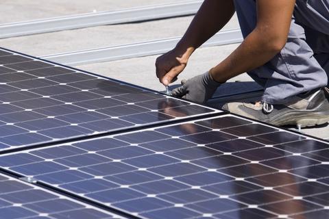 Um Painel Solar é um dispositivo criado para converter a radiação solar em energia. Por se valer exclusivamente do Sol, a fonte de energia mais abundante do planeta, trata-se do método mais limpo conhecido de geração de energia.