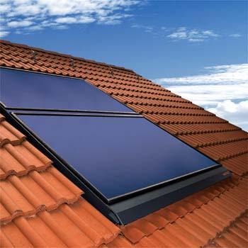 Do ponto de vista económico há vantagens e desvantagens no uso de sistemas de retenção de energia solar. Embora os custos associados à instalação de painéis fotovoltaicos hoje ainda sejam altos, a perspectiva é que haja um retorno do investimento estimado em 5 anos através da economia de energia.