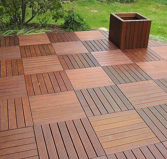 A matéria prima utilizada no fabrico de pavimentos tipo deck é madeira nobre e polipropileno reciclado. Este tipo de pavimentos são caracterizados por uma constituição especial que permitem que estejam expostos aos agentes exteriores.
