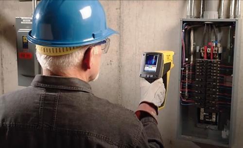 Os serviços de peritagem térmica permitem realizar diagnósticos aprofundados do estado actual do edifício, em termos energéticos e do ar interior, e estudar o desempenho energético-ambiental dos edifícios, caracterizando os fluxos energéticos que neles ocorrem.