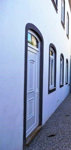 Pinte o seu edifício com um sistema de revestimento adequado antes que determinados agentes exteriores provoquem danos que significarão posteriormente custos muito superiores.