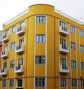 A pintura de uma fachada deve ser pensada tendo em conta os materiais que constituem o suporte, as solicitações exteriores a que o edifício está sujeito, o contexto histórico do edifício de forma a manter a sua pátina e a visão estética que se pretende obter.