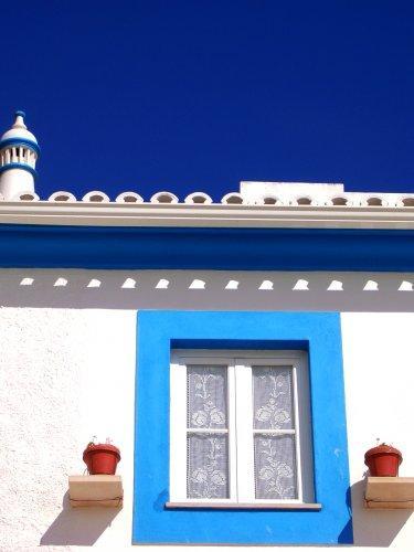 Um dos maiores inimigos da conservação dos edifícios é a água. Uma pintura em bom estado de conservação é essencial para uma proteção eficaz.