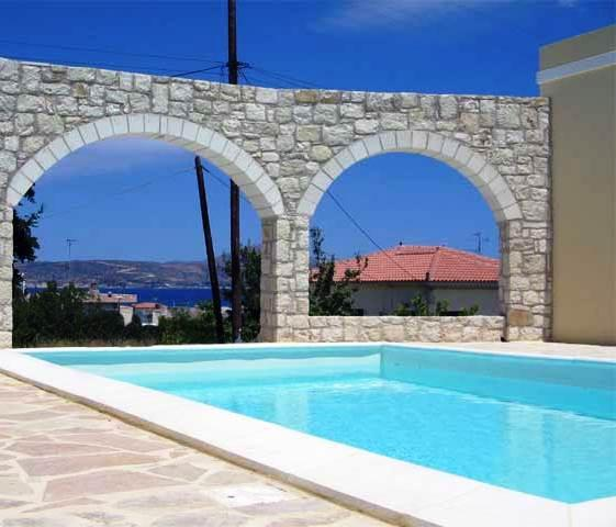 O suporte de uma piscina tem de ser revestido por um material de impermeabilização adequado para garantir que não existirão perdas de água.