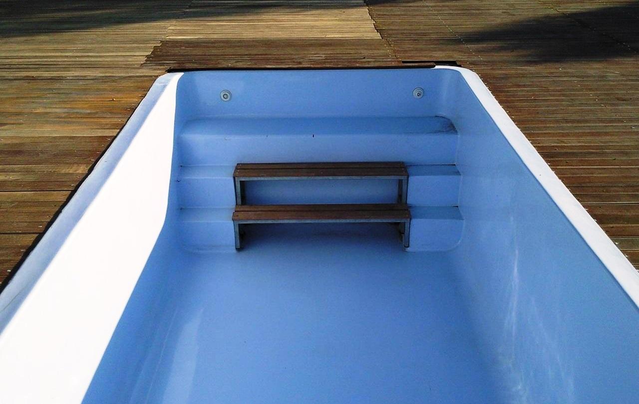 O revestimento de uma piscina tem de garantir coesão, aderência ao suporte e ausência de fissuração.