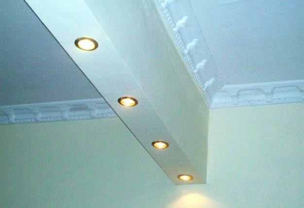 A elevada densidade e a baixa espessura das placas de pladur, associadas a isolamentos devidamente dimensionados, permite obter soluções de condicionamento e isolamento acústico altamente eficientes.