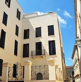 Uma fachada deve ter um revestimento que proporcione a protecção e o nível de conforto desejado.
