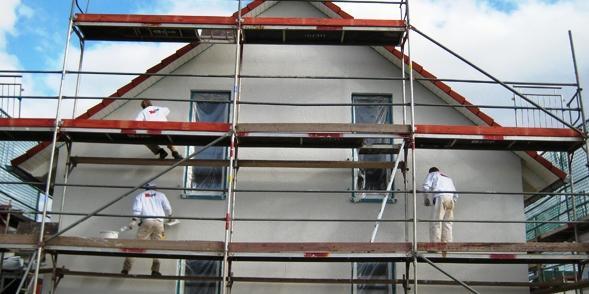 A CASA VIVA conta com um conjunto de parceiros experientes na recuperação e manutenção de fachadas (de edifícios antigos ou mais recentes) com recurso a sistemas tradicionais de andaimes ou mais modernos.