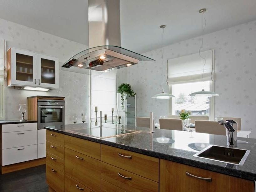 A organização do espaço da cozinha é algo complexo dada a variedade de soluções.