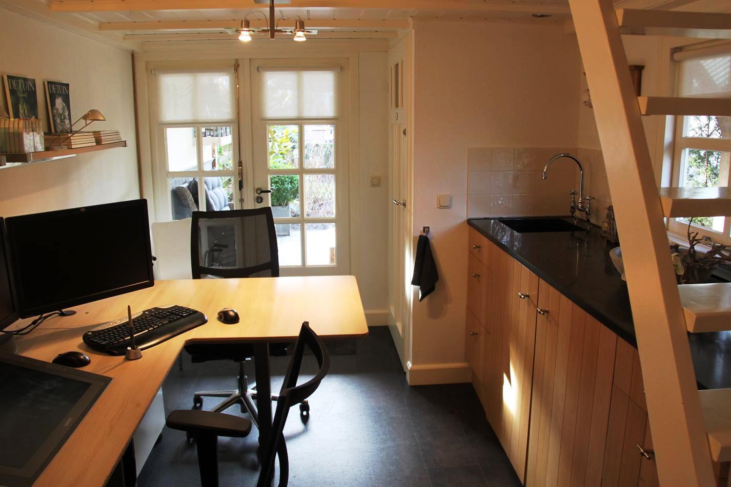 Um escritório define-se ao nível de organização de espaço, disposição de equipamentos, cores, texturas e materiais que constituem os acabamentos e revestimentos.