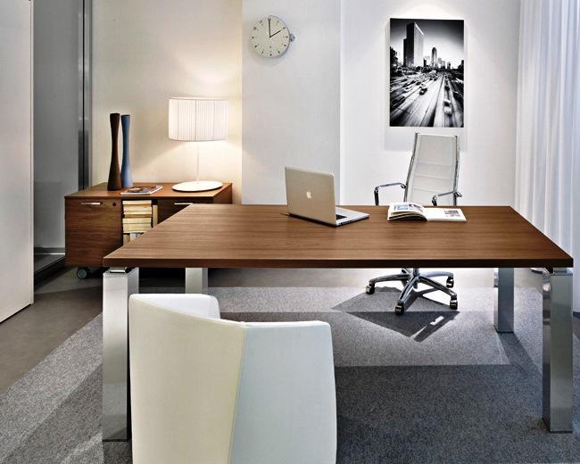 O escritório pode ser de pequenas, médias ou grandes dimensões. Tudo depende da disposição dos sectores que o compõem.