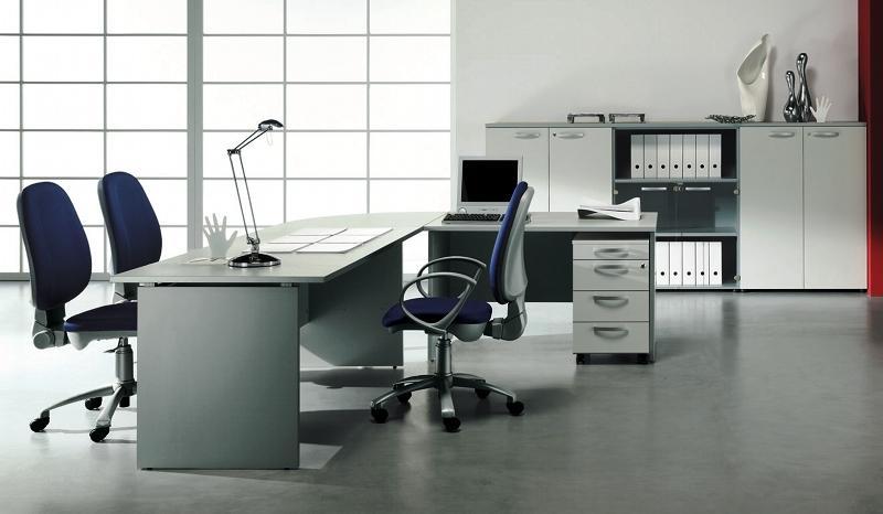 Os escritórios de estilo moderno são compostos por móveis lisos que facilitam a sua limpeza e dificultam a acumulação de sujidade.