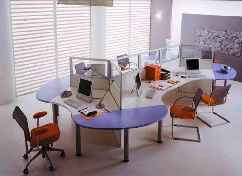 Os escritórios podem ser constituídos por equipamentos em aço, inox, alumínio ou mesmo madeira de acordo com o conceito pretendido.