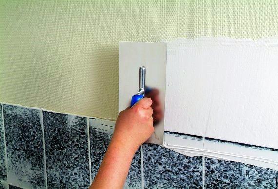 Os acabamentos das paredes envolvem aplicação de estuques, diferentes camadas de tinta, aplicação de tintas acrílicas ou de esmalte, tintas elásticas ou plásticas de durabilidade prolongada.