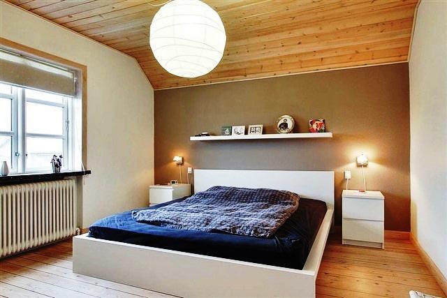 O pavimento no seu lar pode variar em termos de material, cor e estética ao longo da sua casa. Os pavimentos cerâmicos ou pétreos são recomendados para zonas mais húmidas como cozinhas ou casas de banho. E os pavimentos de madeira para zonas mais correntes como salas ou quartos.