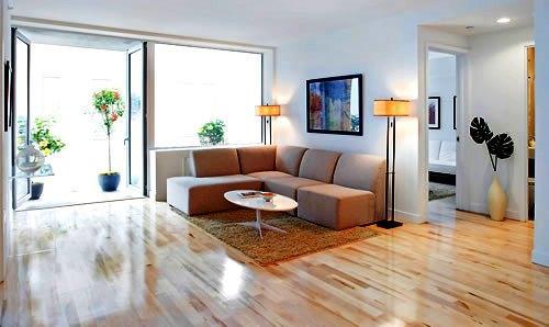 As intervenções na sala de estar, que é o elemento central da sua casa, vai desde o pavimento, passando pelas paredes e tectos, até à disposição do espaço que confere a personalidade que pretende.