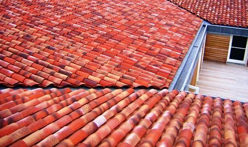 Os telhados são coberturas inclinadas que se caracterizam pelo seu revestimento específico: telhas.