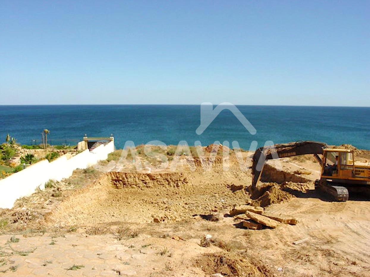 Escavação e movimentação de terras.