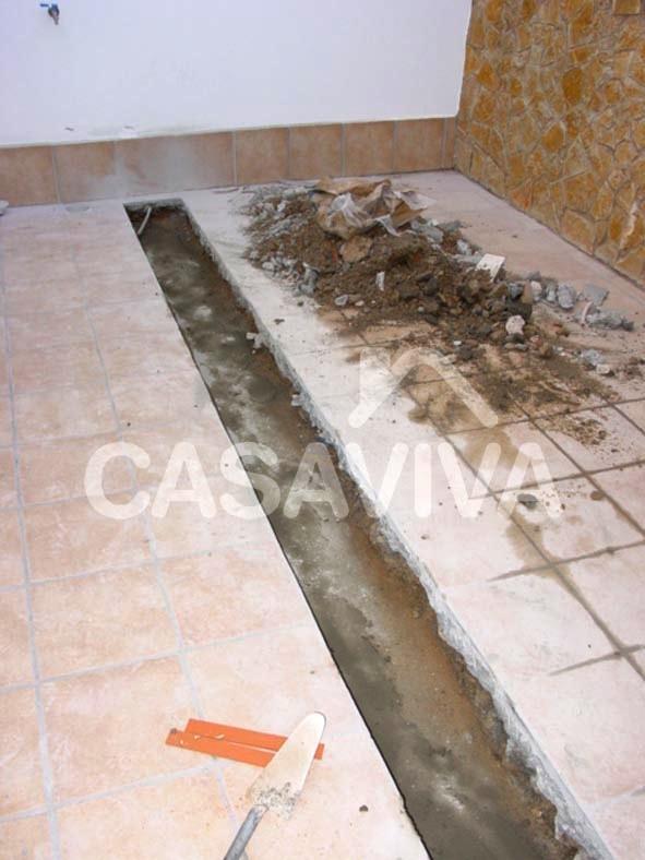 Criação de pendente da caleira através da aplicação de betonilha.