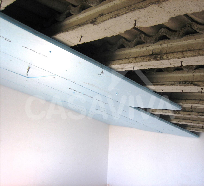 Em ordem a melhorar o nível de conforto térmico do último piso foram colocadas placas de pladur no paramento inclinado.