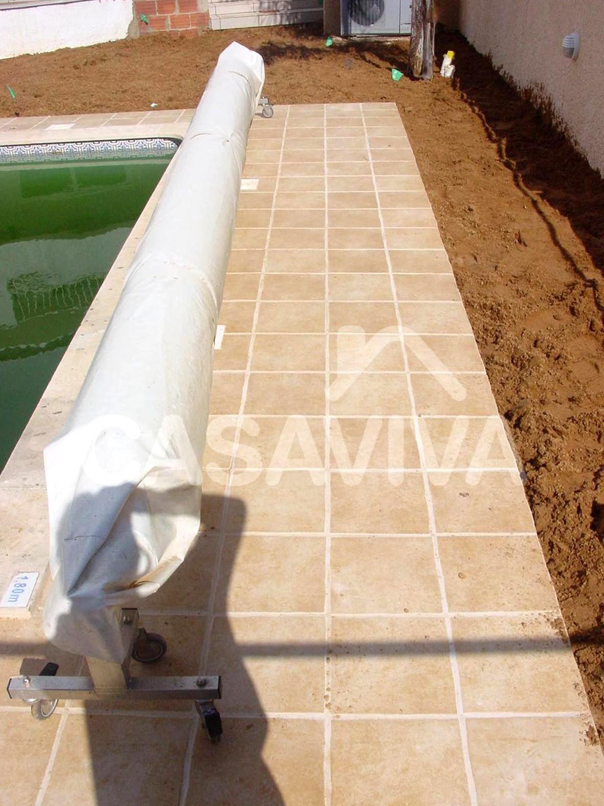 Protecção em tela para cobertura da piscina.