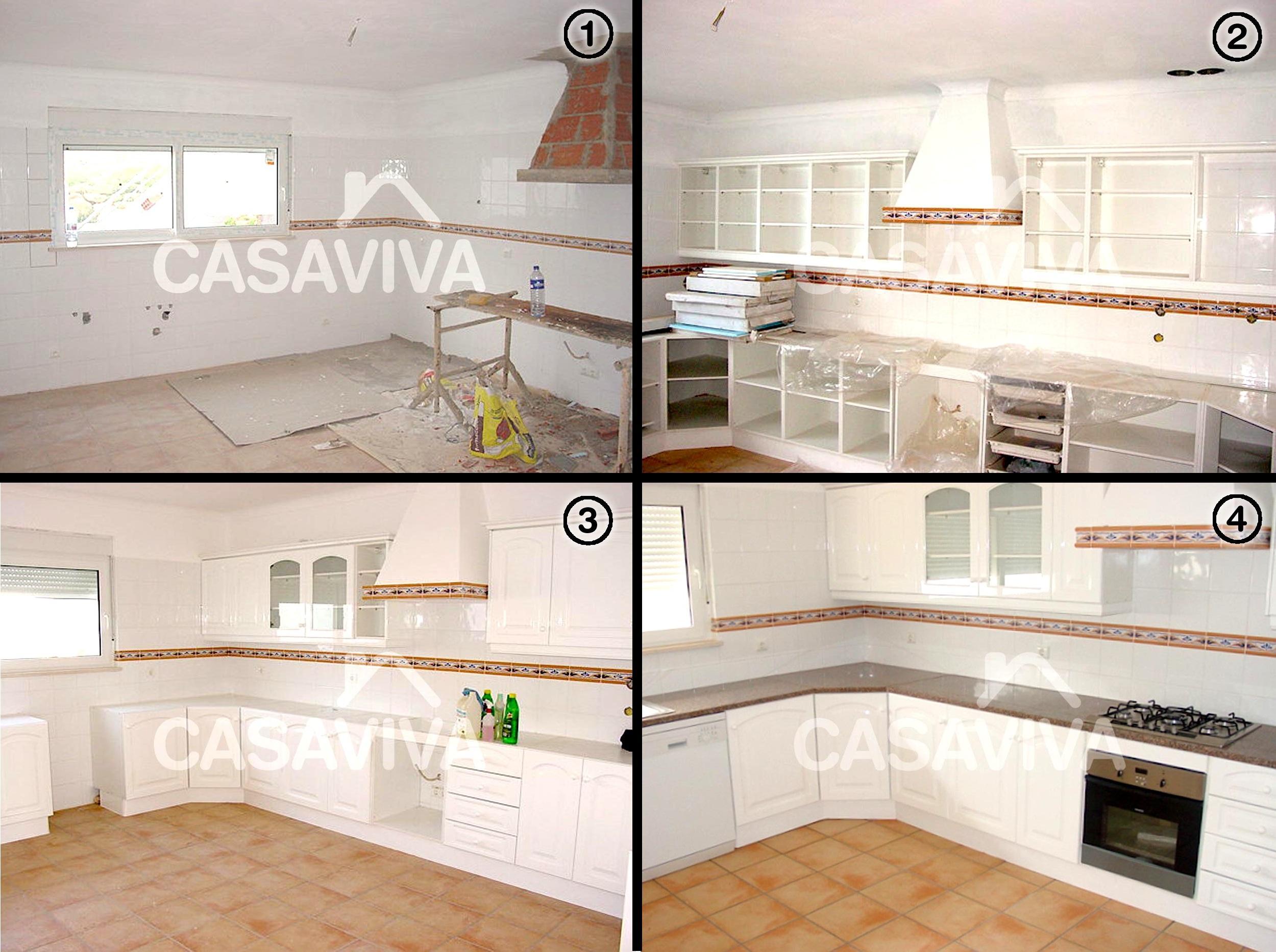 Móveis de cozinha inferiores e superiores em melamina com electrodomésticos encastrados e tampo em pedra com placa de fogão encastrada.