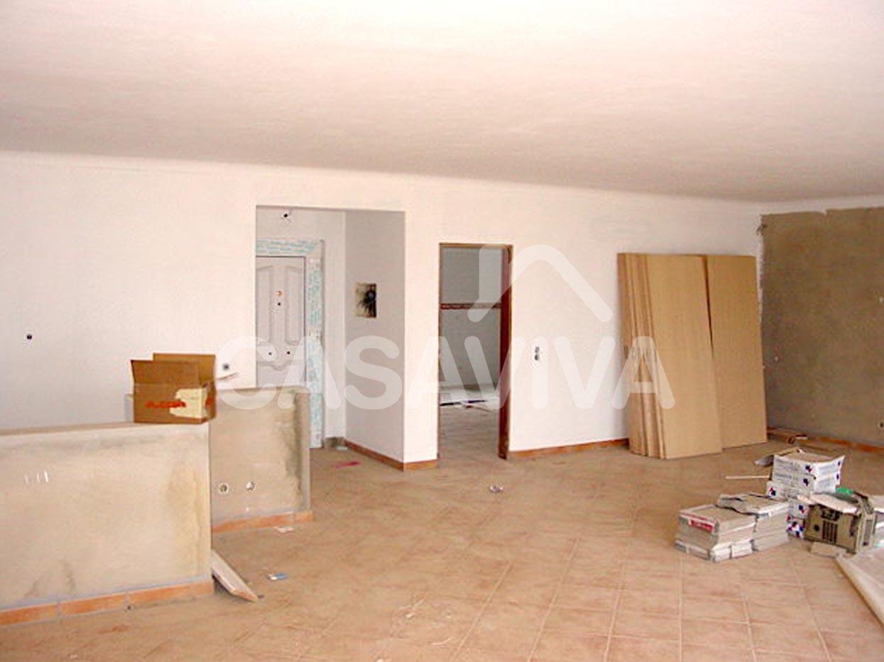 Substituição de portas interiores e exterior.Substituição demosaico cerâmico em pavimento, pinturas, remodelação de escadaria interior.