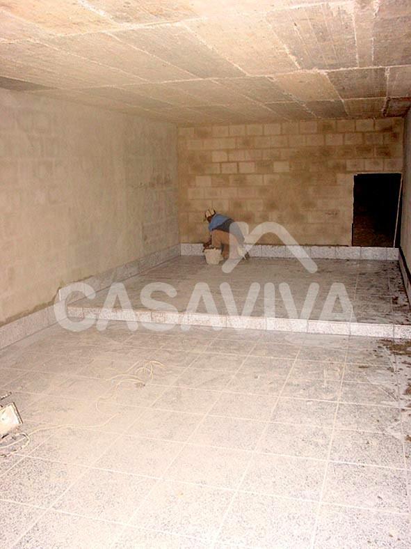 Substituição do mosaico cerâmico do pavimento do piso inferior.