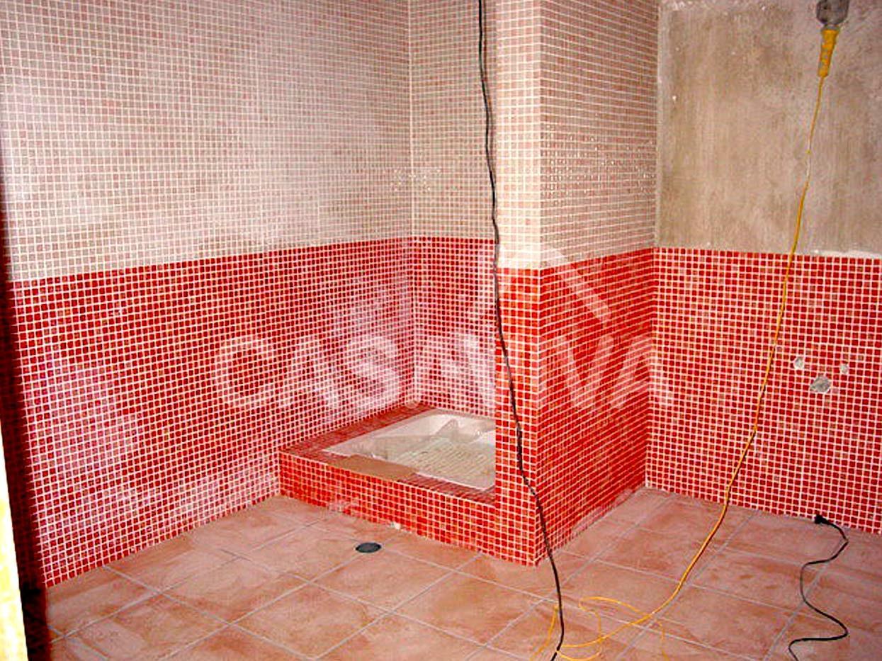 Remodelação total das casas de banho da moradia.Base de duche.