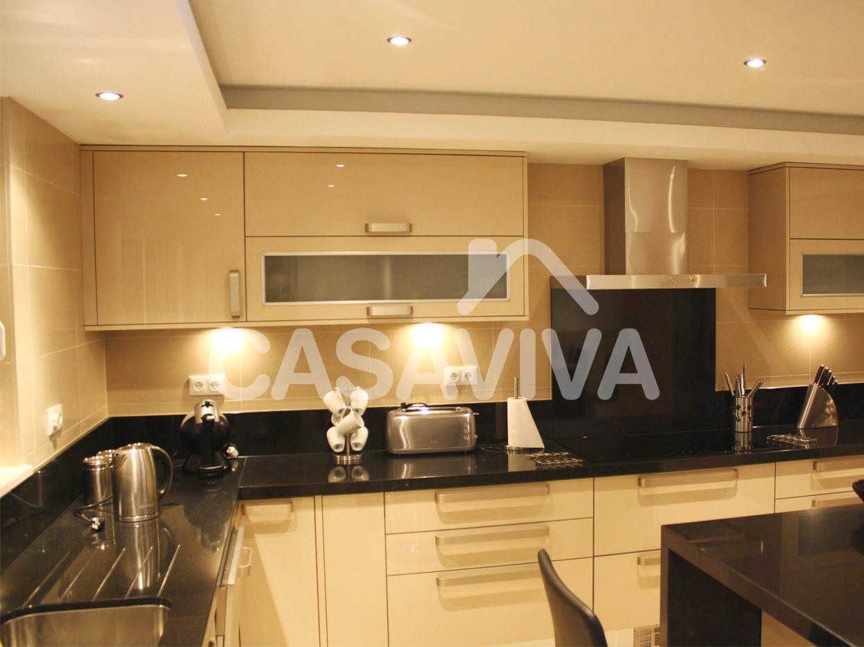 Remodelação total de cozinha com substituição de revestimentos  #B68015 1245 933