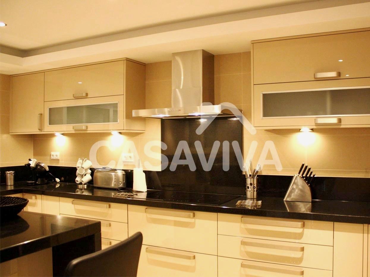 Remodelação total de cozinha com substituição de revestimentos  #AD771E 1245 933