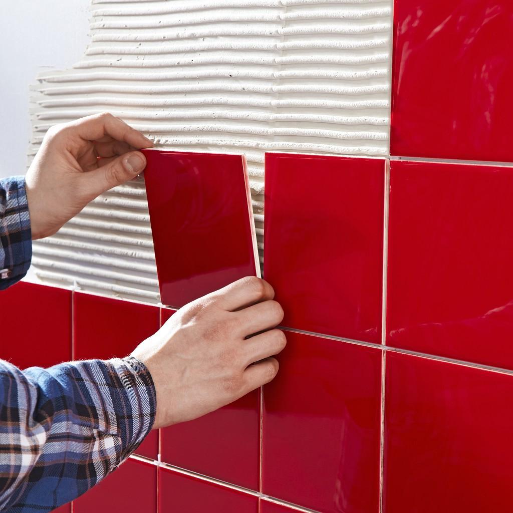 As paredes podem ser de estuque pintado ou pladur.