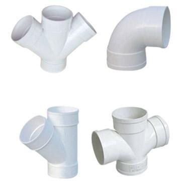 Existem diversos tipos de acessórios para realizar a ligação entre as tubagens. Note-se que os acessórios devem ser do mesmo material que as tubagens instaladas para evitar fenómenos de corrosão no caso de existirem dois metais diferentes em contacto.
