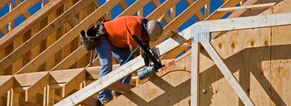 A CASA VIVA tem experiência em trabalhos de carpintaria em Estruturas como pérgulas, telheiros e telhados com estrutura e/ou forro em madeira.